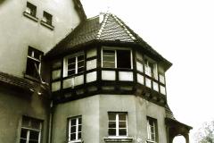 Drahthammer-Schlössl-Altbau-Ansicht-Erker