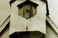 Drahthammer-Schlössl-Altbau-Ansicht-Uhrturm